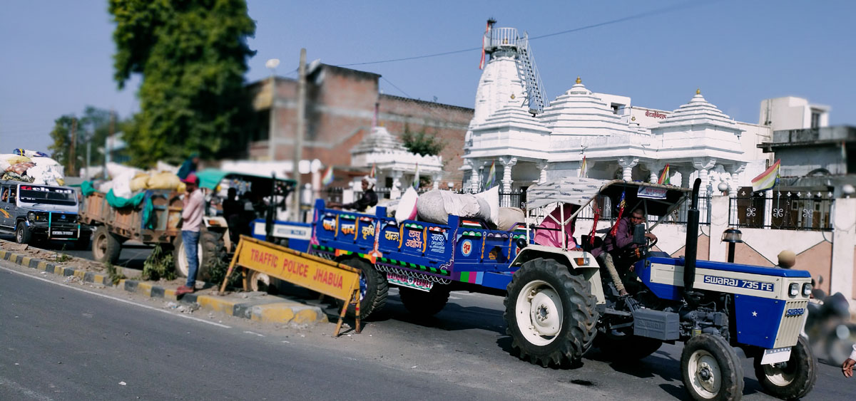 Jhabua News- मंडी परिसर में कपास के ट्रको से होता है आवागमन अवरोध