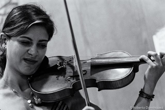 © Roberto Domínguez -  Yasmine Azaiezz & Sarah Claman