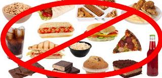 makanan yang tidak boleh dimakan saat menstruasi