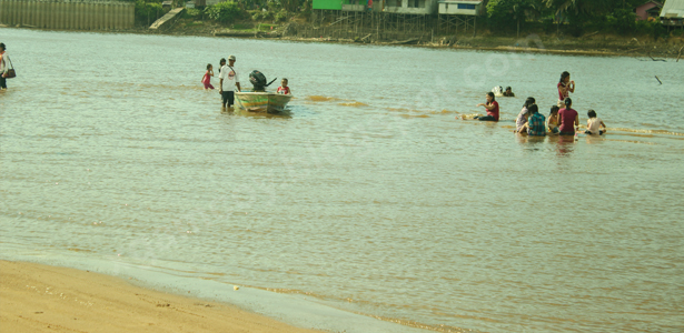 Pantai pulau tayan