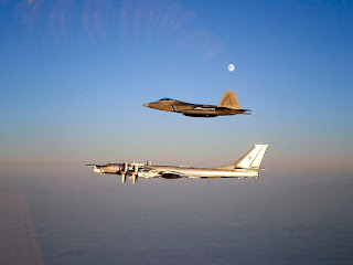 http://2.bp.blogspot.com/-0t-mAiWmIlg/To57HAc56oI/AAAAAAAAACY/lCAqdGpVBFA/s1600/800px-Raptor_and_TU-95.jpg