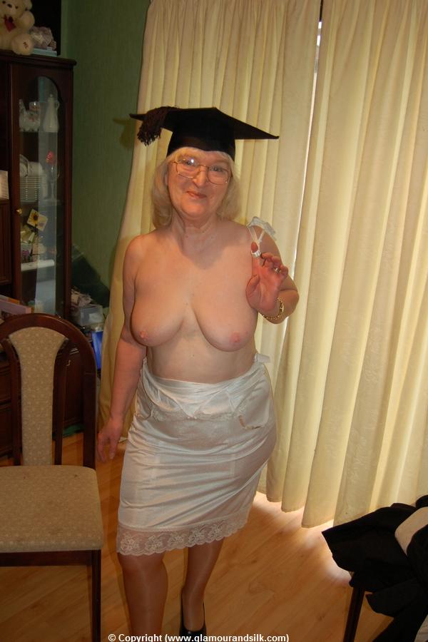 2 hot girls 1260 - 3 1