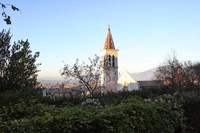 Spoleto: il campanile del duomo visto da lontano
