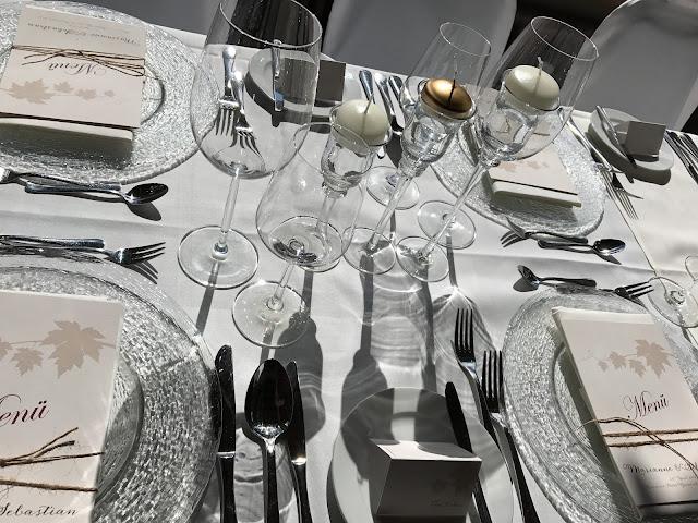 Tischdekoration, Monaco di Bavaria wine shades and wood grains, Hochzeitsmotto, heiraten 2017 im Riessersee Hotel Garmisch-Partenkirchen, Bayern, wedding venue, dunkelrot, dunkelgrün, Weinthema