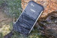 Ponsel tahan air dan banting murah