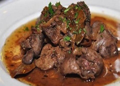 carne di capriolo polpa di pomodoro vino rosso