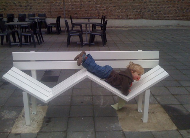 Необычные скамейки. Jeppe Hein 13