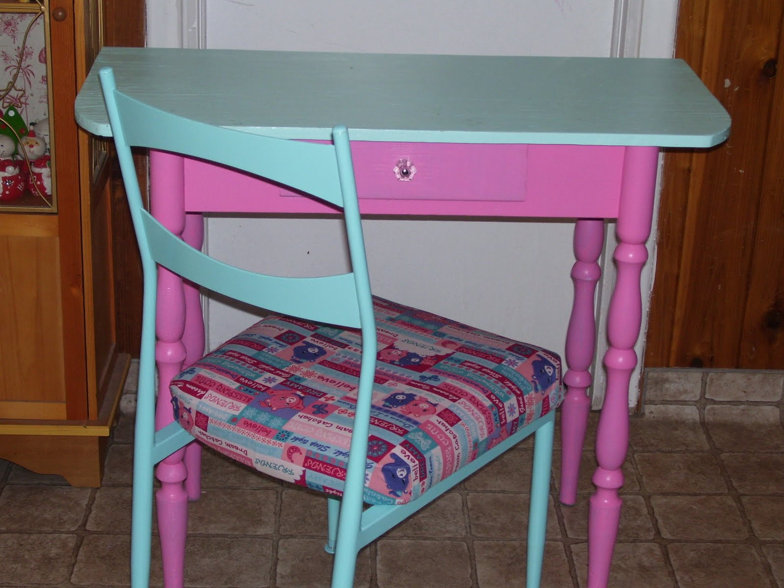 Nama Halacy S Comfy Cottage Cute Little Desk For A