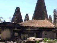 Pesona Perkampungan Adat Wainyapu: Mencakar Langit dengan Ilalang, Mengukir Bumi dengan Kubur Megalith