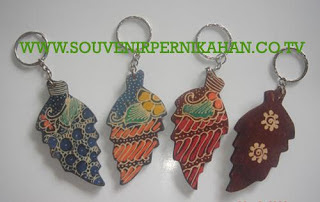 Souvenir Pernikahan Gantungan Kunci Batik Jogjakarta 6