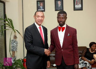 A man who specialist in Dapper Windscreen Washer meet with Senator Ben Bruce - Photo4444