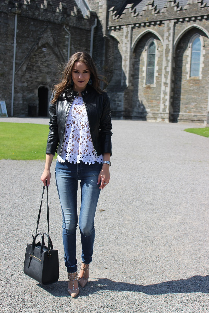 crochet white top, leather jacket, skinny jeans