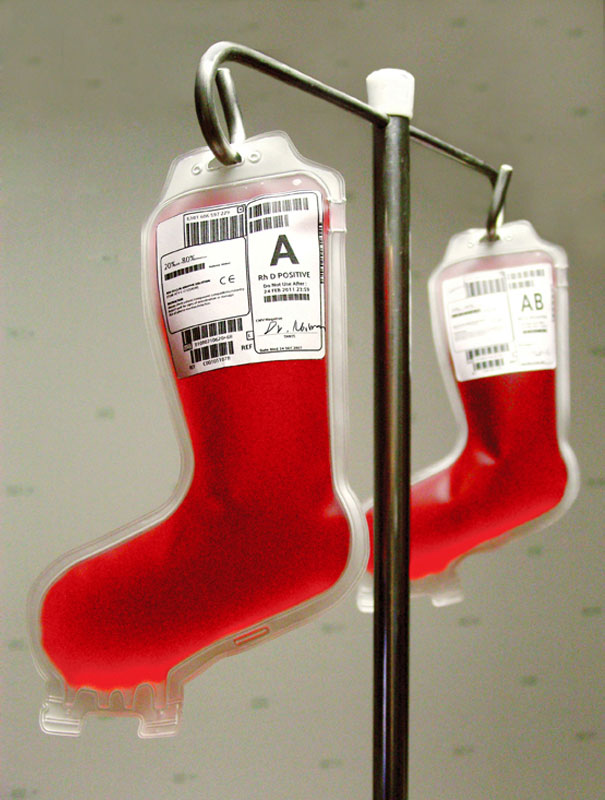 Creative Ideas For Christmas Decorations By A Hospital's Medical Staff - Blood Pack Of Santaclaus