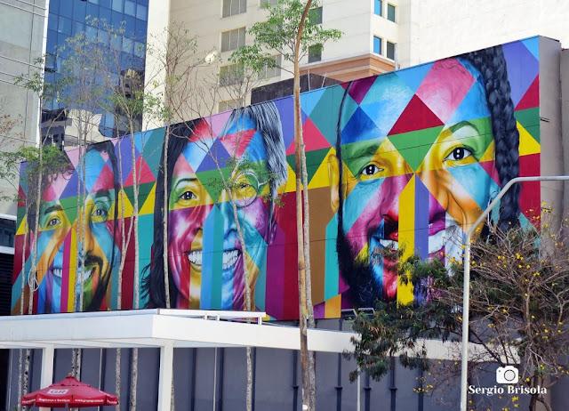 Vista ampla do Mural Etnias, união dos povos e paz - Consolação - São Paulo