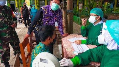 Pelajar di SMP Negeri 1 Pasar Kemis terima Vaksinasi