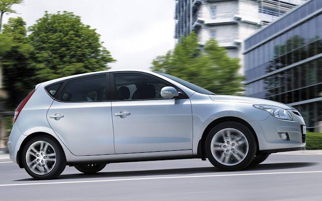 Hyundai i30 2011 - hatch médio
