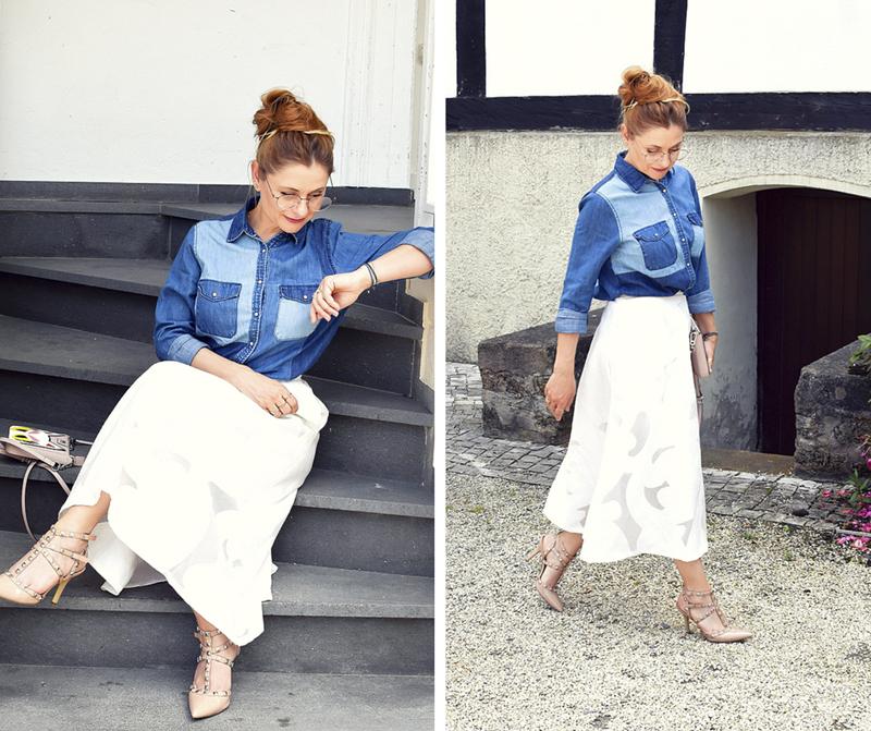 Studded Heels in Nude, weißer Midirock, blaues Jeanshemd, Modeblog für Frauen über 30 und über 40