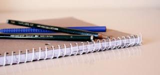 foto quaderno con penna e matita