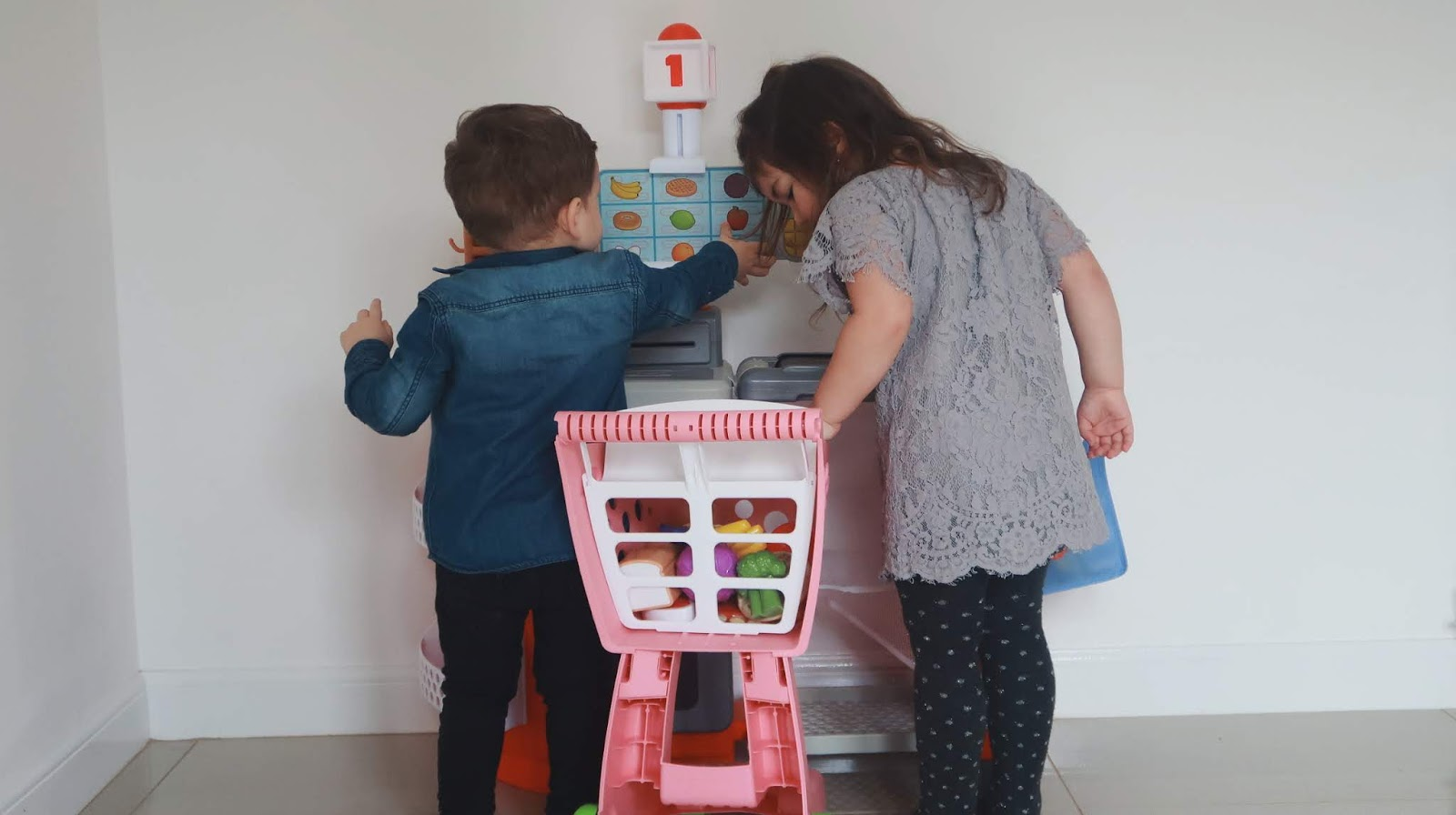 THE KIDS DO THE WEEKLY FOOD SHOP | LITTLE TIKES SHOP 'N' LEARN SMART