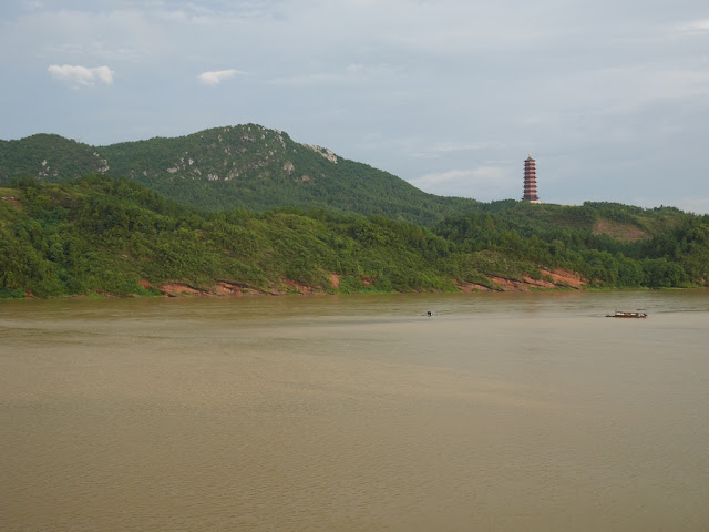 Zhenxing Tower( 振兴塔) and the Gong River (贡水) in Ganxian (赣县), Ganzhou, Jiangxi