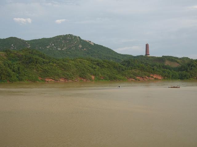 Zhenxing Tower( 振兴塔) and the Gong River (贡水) in Ganxian (赣县), Ganzhou, Jiangxi