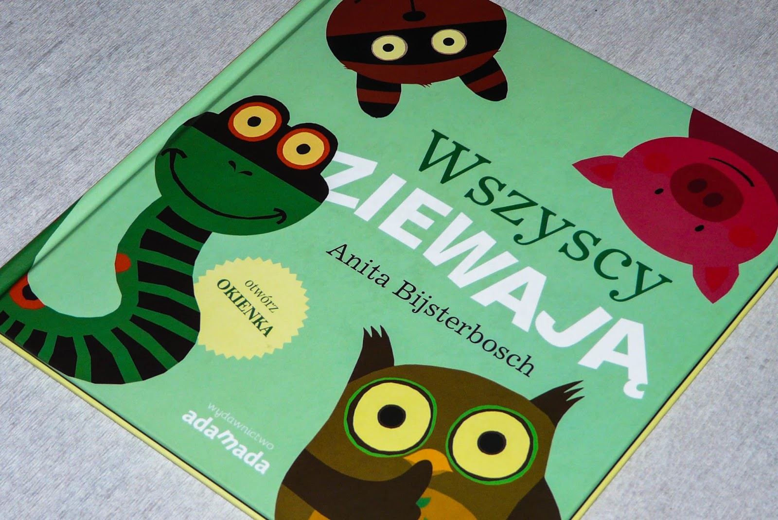 książki z okienkami dla dwulatka, co czytać z dwulatkiem, ciekawe książki dla dzieci, adamada