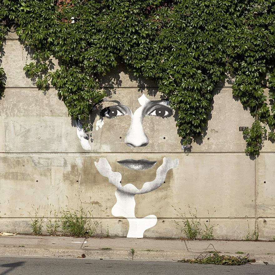 28 Pieces Of Street Art That Cleverly Interact With Their Surroundings - Face of the City, Toronto, Canada