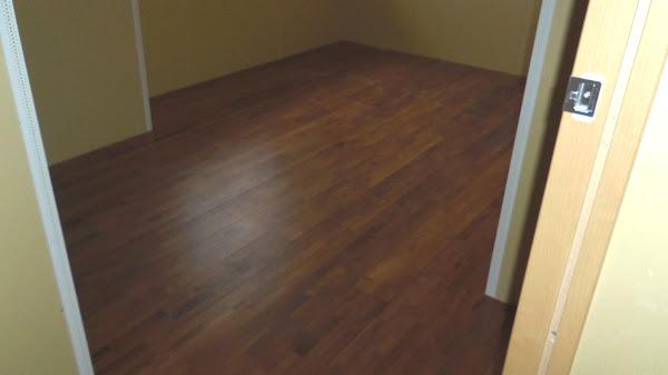 集合住宅の床に使用したチーク無垢フローリング