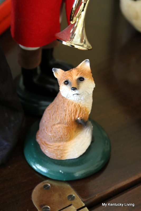 Byers carolers fox figurine