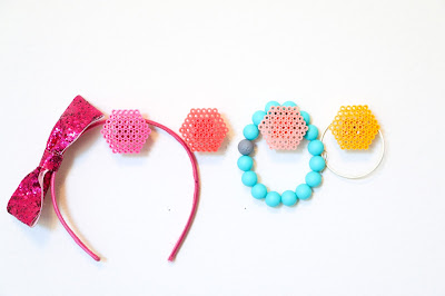 http://kailochic.blogspot.com/2015/08/craft-it-ombre-perler-bead-hexagon-wall.html