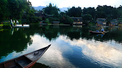Pemandangan kampung Sampireun