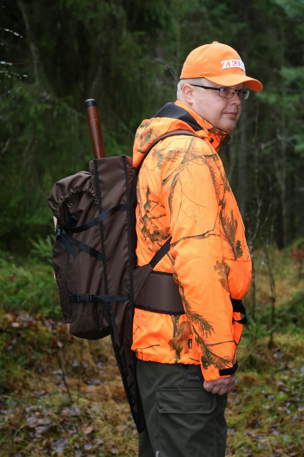 Onnistuneen reissun tärkeitä edellytyksiä ovat toimiva vaatetus ja mukava  reppu tarvikkeiden kantamiseksi. Savotta Torrakko –asereppu ja Sasta Hirvas  Blaze ... 65b1282d1b