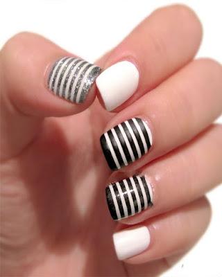 diseño de uñas negro a rayas