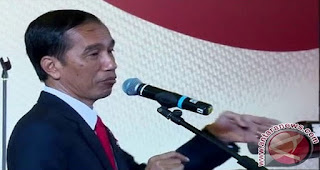 Jokowi Tanda Tangani Perpres Permudah Tenaga Kerja Asing Masuk Indonesia