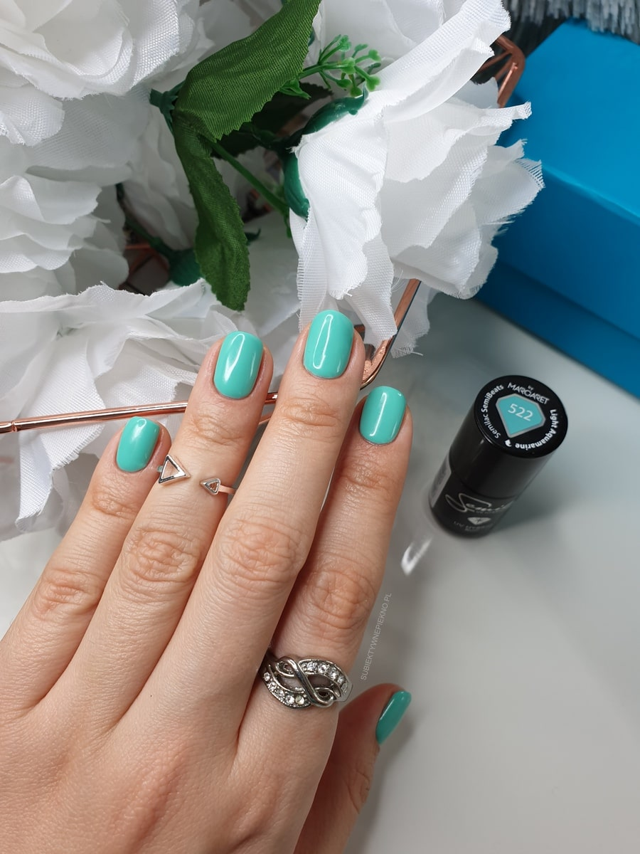 LIGHT AQUAMARINE SEMILAC 522 swatch na paznokciach
