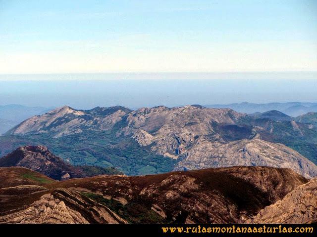 Ruta Farrapona, Albos, Calabazosa: Vista a zona de Maravio desde el Albo Occidental
