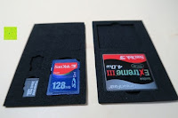 Speicherkarten in der Einlage: Premium Schützendes Gehäuse für Aluminium Speicherkarte Tragetasche mit anpassbarem Innerem von CamKix - Organisieren und schützen Sie Ihre SD-Karten, Micro SD-Karten, Memory Stick und Compact Flash (CF) Speicherkarten (Kompatibel mit allen Speicherkarten Marken wie Sandisk, Transcent, Kingston, Sony, Lexar usw.) enthält den Speicherkarten Gehäusehalter / 4 Benutzerdefinierte EVA Einsätze / Klebesticker - Ideal für Reisen oder Aufbewahrung zuhause