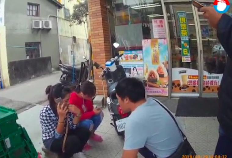 Kepergok Saat di Toko 7-Eleven,2 BMI Kaburan yang terlibat Kasus Penipuan ditangkap Polisi