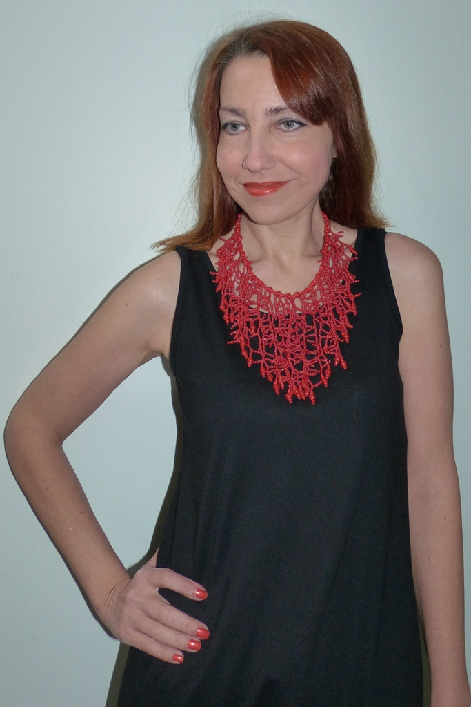 Coral imitating beads necklace