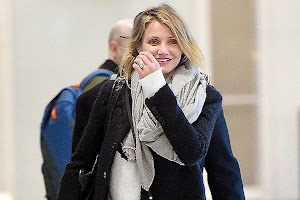 Cameron Diaz showed an engagement ring?