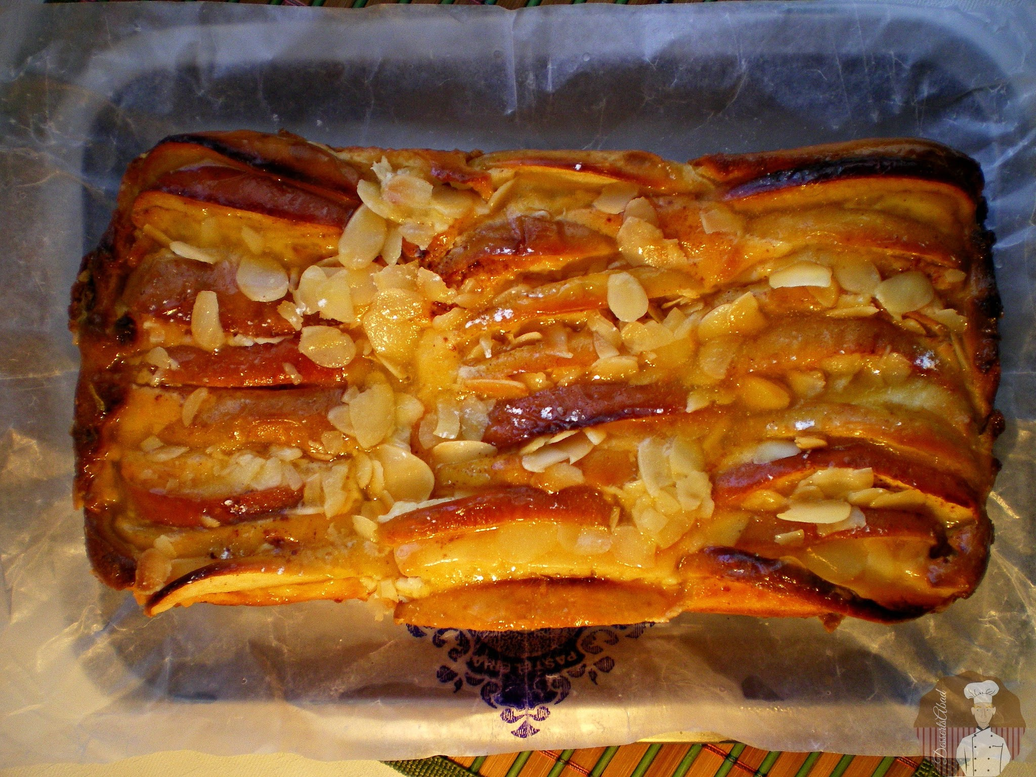 Pastel de quesitos con manzanas: decoración con almendras