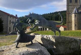 Estátua de Marie-Jeanne Valet na vila de Auvers, sul da França
