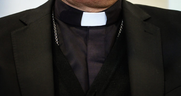 Suspenden 14 sacerdotes chilenos por abusos sexuales