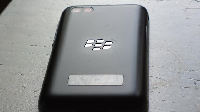 blackberry q5 back