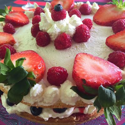 sweet kwisine, génoise, crème chantilly, fruits rouges, framboisier, cake, gâteau, naked cake