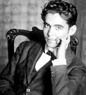 Imagen de Federico García Lorca con la mano en el rostro