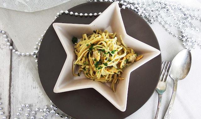 Linguine di legumi con vongole, bottarga e limone