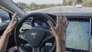 «Ανεξέλεγκτος και δήθεν» ο αυτόματος πιλότος της Tesla, λέει η Volvo
