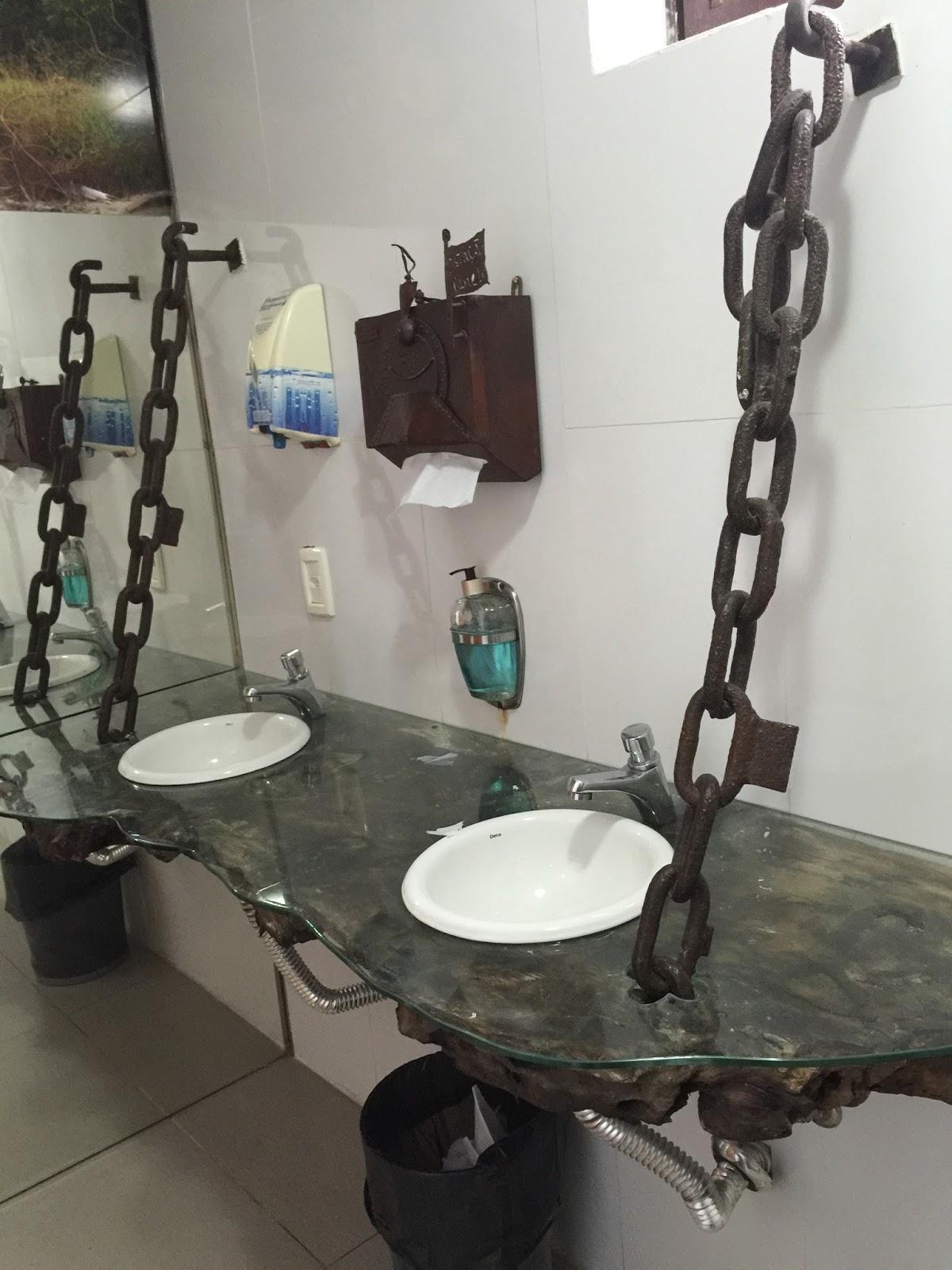 Banheiro do restaurante estação canela