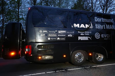 Player injured in Borussia Dortmund bus explosions, and the match was postponed